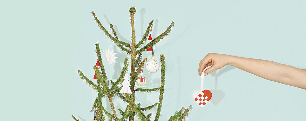 Decorate your Tree with DIY Paper Hearts
