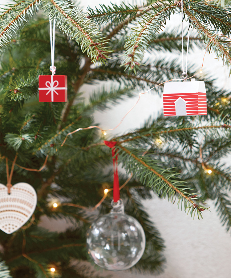 Decorate your Christmas tree with these ideas