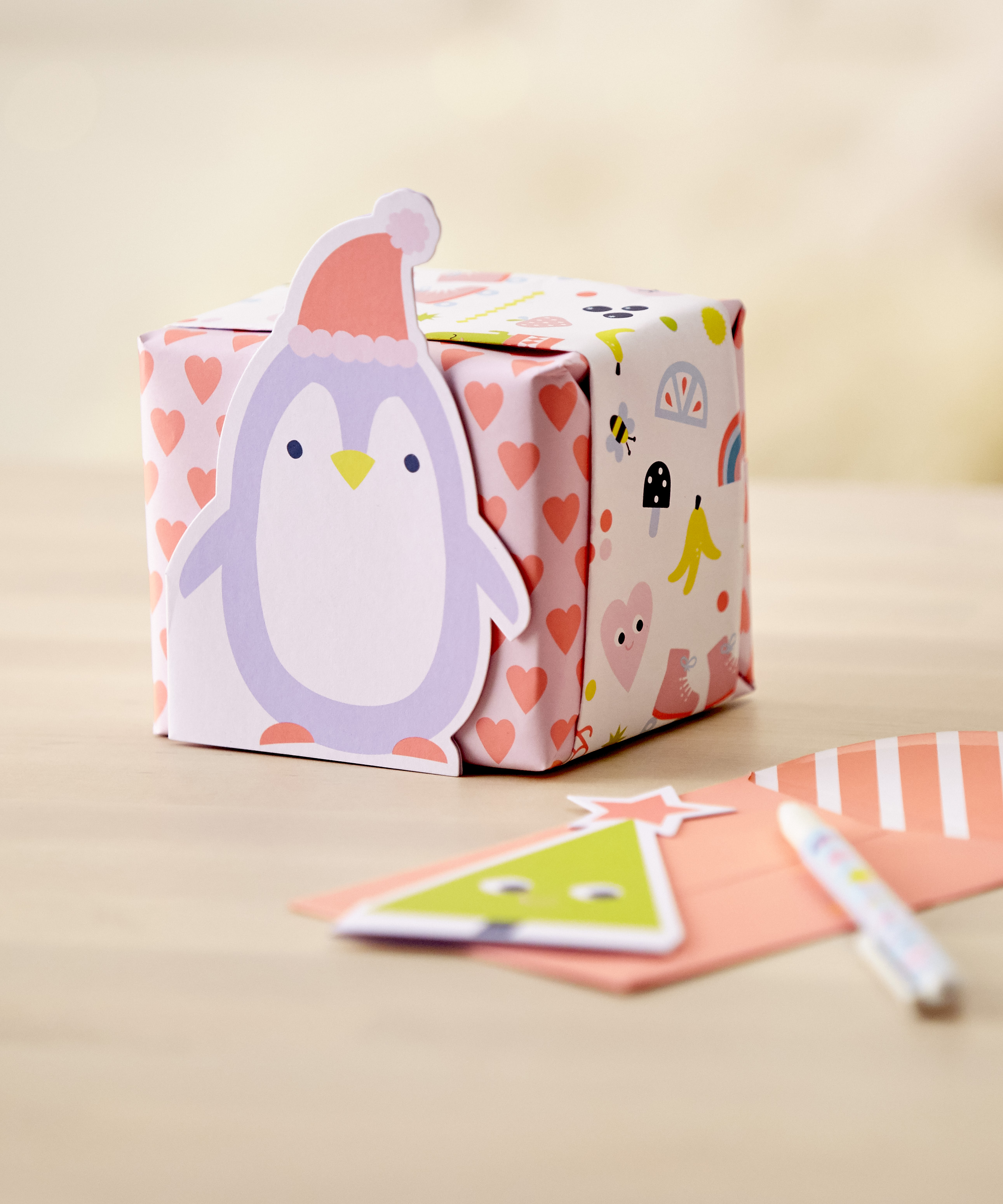 How to wrap your Christmas gifts and make them extra cute!